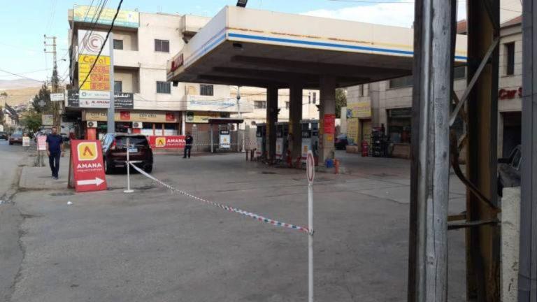 إغلاق محطات الوقود بعدة مناطق في لبنان بعد نفاد مخزونها