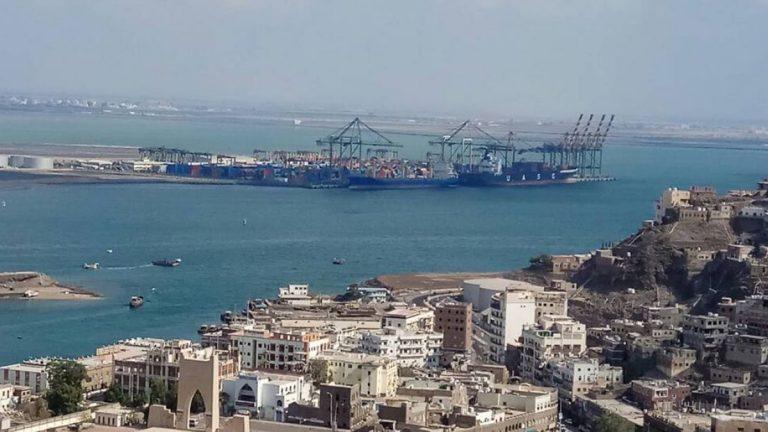 باخرة سعودية محملة بالجنود والمعدات العسكرية تصل إلى ميناء عدن
