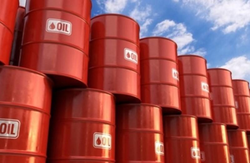 النفط يتراجع نتيجة مخاوف بشأن بيانات اقتصادية