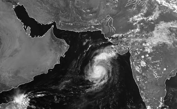 """الإعصار """"مها"""" يصل إلى الدرجة الثانية وتأثيرات غير مباشرة تبدأ اليوم"""